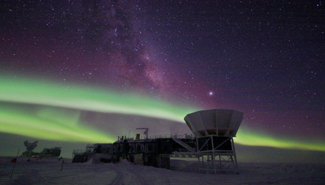 Aurora austral en la Antártida